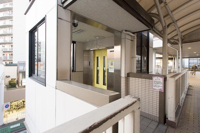 ③エレベーターもしくは奥にある階段で1階におりてください。